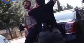 Silvan'da polis DİHA ve Özgür Gün TV muhabirlerini gözaltına alırken başlarına silah dayadı