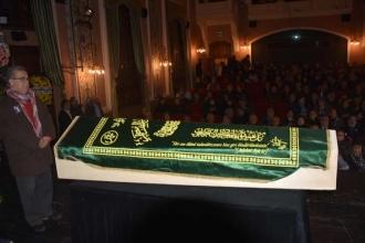 Sanatçı Turan Özdemir için tiyatroya başladığı sahnede tören