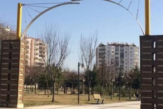 Diyarbakır'da bir parkın daha tabelası indirildi