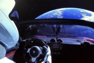 Falcon Heavy test uçuşunu yaptı, Tesla Roadster uzaya çıktı