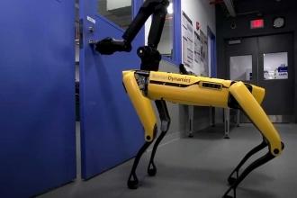 Boston Dynamics kapıları açabilen yeni robotunu tanıttı