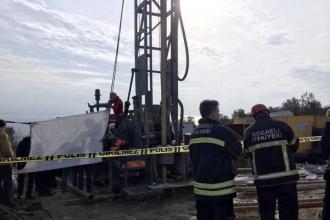 Kocaeli'de sondaj makinesine sıkışan işçi öldü
