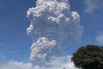 Endonezya'da Sinabung yanardağı patladı