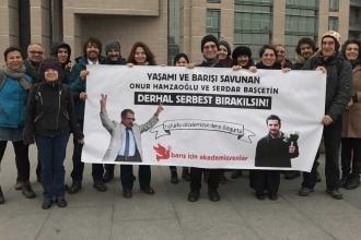 Akademisyenlerin beraat talebi reddedildi