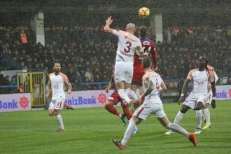 Lider Galatasaray, Karabük'ü 7 golle geçti