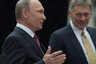 Putin: Peskov bazen öyle bir 'saçmalıyor' ki
