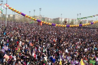 Hundreds of thousands celebrate Newroz in Turkey