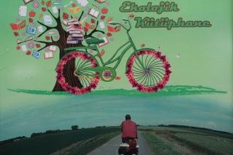 Bisikletli Sahaf 'Ekolojik Kütüphane' için pedal çeviriyor