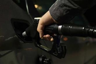Benzine 12 kuruş zam geldi, pompa fiyatı aynı kalacak