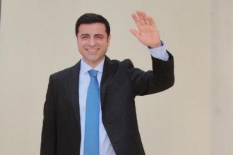 PEN Selahattin Demirtaş'ı onur üyesi ilan etti