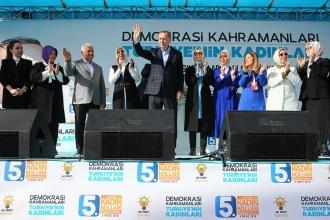 'AKP'nin kadınlara başörtüsü dışında söyleyebileceği bir şey yok'