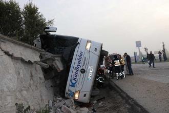 Kütahya'da yolcu otobüsü devrildi: 2 ölü, 16 yaralı