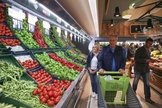 Muharrem İnce eşiyle beraber market alışverişi yaptı