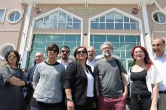 Gazeteci Çiğdem Toker'in davası 6 Aralık'a ertelendi