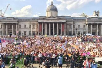 Londra'da yüz binlerce kişi, Trump'ı protesto ediyor