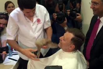 CHP'li Aytuğ Atıcı sakalını kestirdi