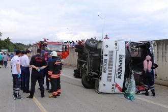 Trabzon'da yolcu midibüsü devrildi: 2 ölü, 12 yaralı