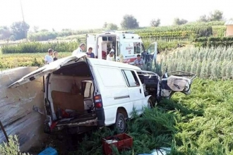 Asfalt işçilerinin taşıyan minibüs kaza yaptı: 1 ölü, 3 yaralı