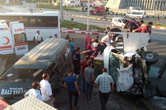 Malatya'da 2 minibüs çarpıştı, 12 kişi yaralandı