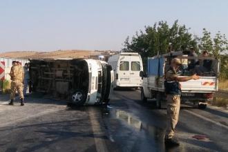 Urfa'da işçi servisi devrildi: 10 işçi yaralı