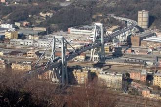 İtalya'da köprü çöktü, en az 35 kişi hayatını kaybetti