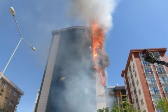 Ataşehir'de bulunan 9 katlı plazada yangın