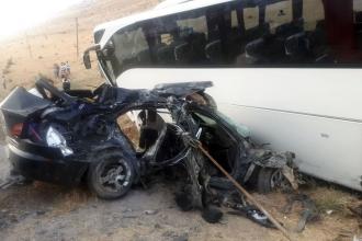 AKP heyetini taşıyan otobüs ile otomobil çarpıştı: 5 ölü, 12 yaralı