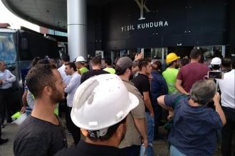 Ücretlerini alamayan işçiler, Yeşil Kundura önünde eylem başlattı