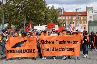 Almanya'da mültecilerle dayanışma : Hiçbir insan illegal değildir