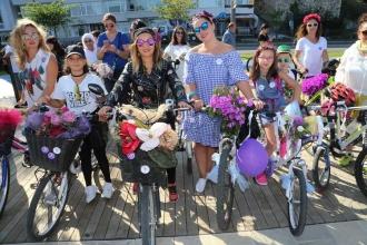 Süslü kadınlar, rengarenk bisikletlerle kentlerde tur attı