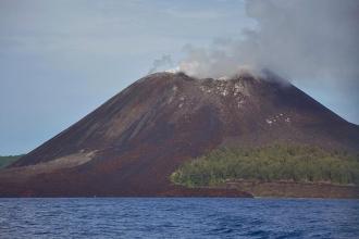 Endonezya'da Anak Krakatau Yanardağı faaliyete geçti