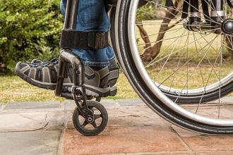 Felçli hastalar vücutlarına yerleştirilen cihaz sayesinde yürüdü