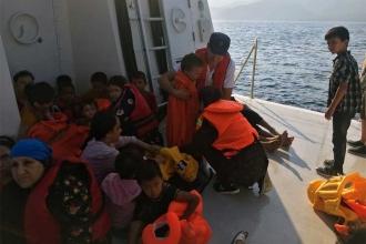 Botları su alan 46 mülteci son anda kurtarıldı