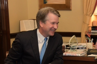 Cinsel tacizle suçlanan Kavanaugh'ın Yüksek Mahkeme üyeliği onaylandı