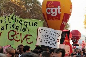 Fransa'da işçi ve emekçiler ücretlerin yükseltilmesi için greve çıktı
