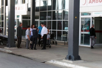 Gıda zehirlenmesi: 21 öğrenci ve 1 öğretmen hastaneye kaldırıldı