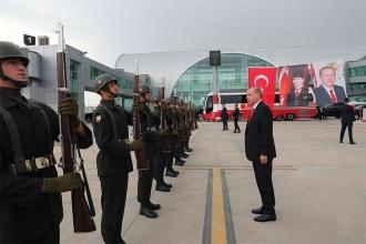 Cumhurbaşkanı Erdoğan: Başka kimlik arayan onurunu kaybetmeye mahkum