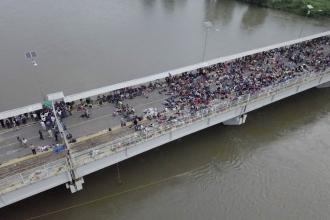 Binlerce Honduraslı göçmen ABD'ye yürüyor
