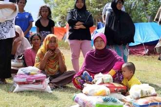 Endonezya'da deprem ve tsunamide hayatını yitirenlerin sayısı artıyor