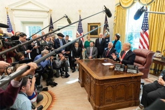Beyaz Saray'dan yeni 'önlem': Gazeteciler artık tek soru soracak