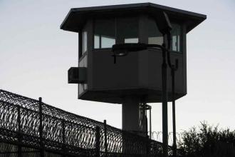 Anneleriyle birlikte cezaevinde olan çocuklara tutuklu muamelesi yapılıyor