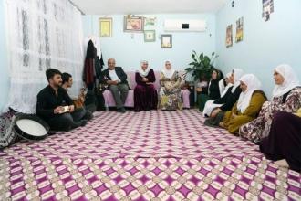Dengbêjlik kültürünü ev ev dolaşarak yaşatıyorlar