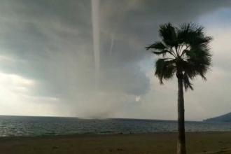 Antalya'da hortum çıktı, 1 kişi yaralandı