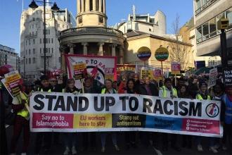 İngiltere'de binlerce kişi ırkçılığa karşı sokağa çıktı