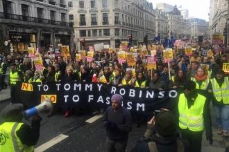 Londra sokaklarında ırkçılığa karşı kitlesel yürüyüş düzenlendi
