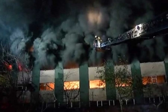 Maltepe'de plastik fabrikasında çıkan yangın kontrol altına alındı