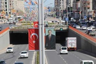 Erdoğan'a afiş ve bayrak düzenlemesi yanıtı: Kendinle başla