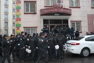 HDP Diyarbakır İl Örgütü binasına baskın