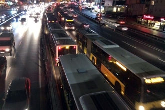 Sefaköy'de metrobüs arızası: Topkapı yönünde seferler aksadı