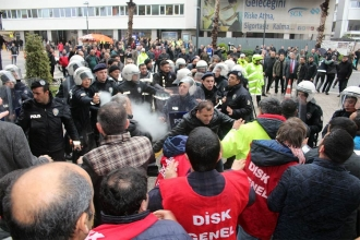 Police attack workers protesting objection to their union's competence